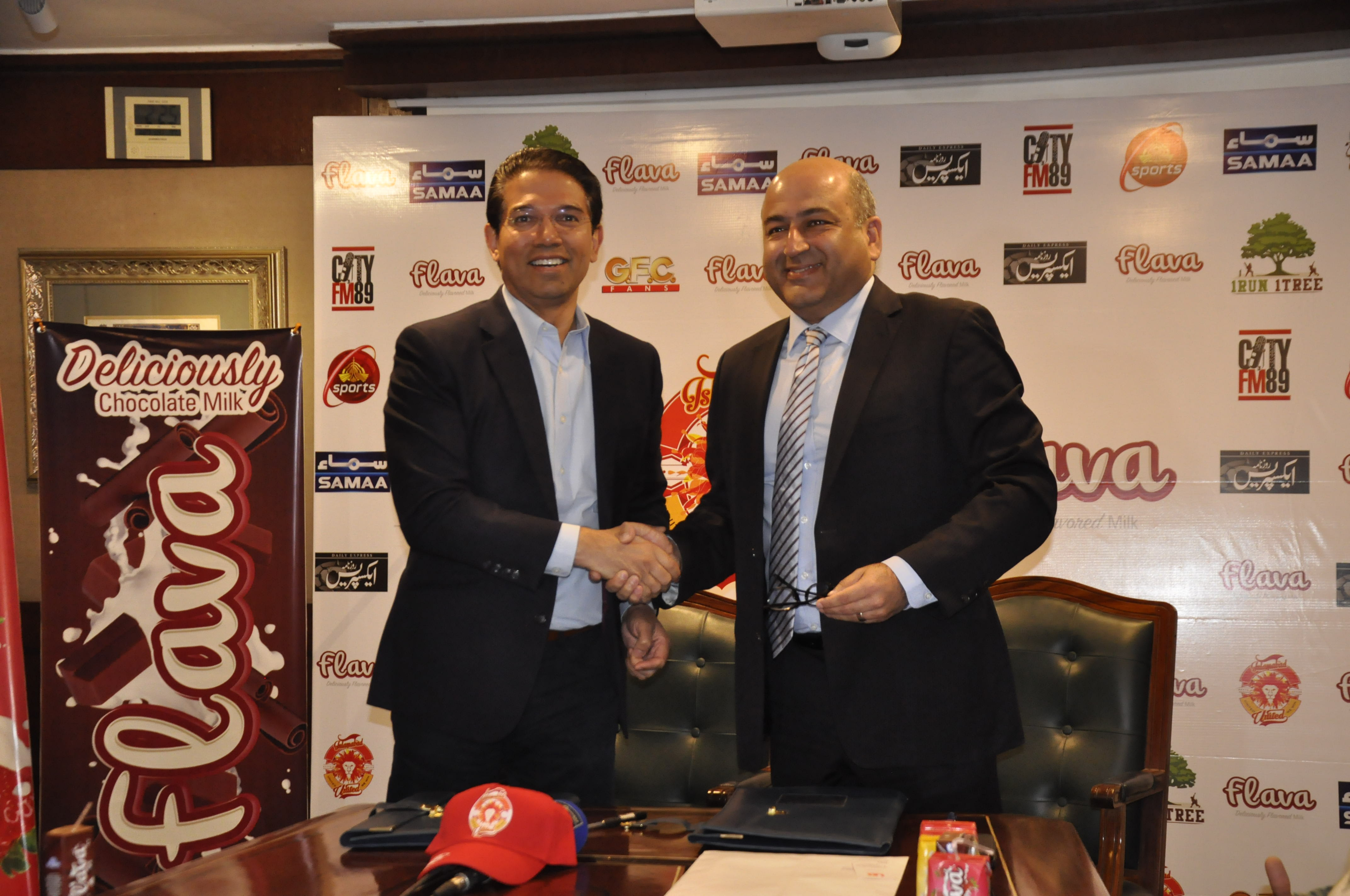 (Left) Ali Naqvi, Owner of Islamabad United while shaking hand with Memosh Khawaja, CEO Haleeb Foods at signing ceremony